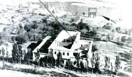 4 Ostatki dvortsa. 1943 god.