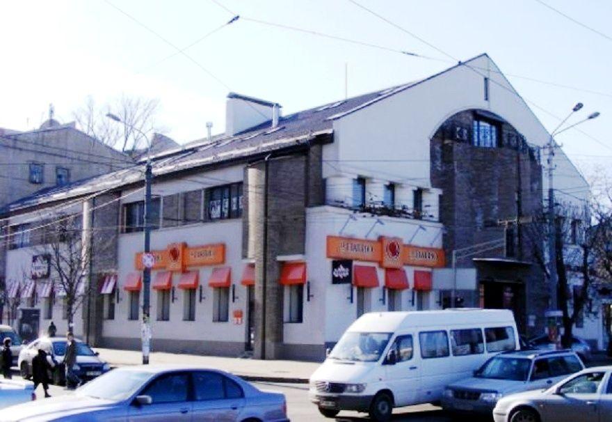Restoran po ul. Fabra 2